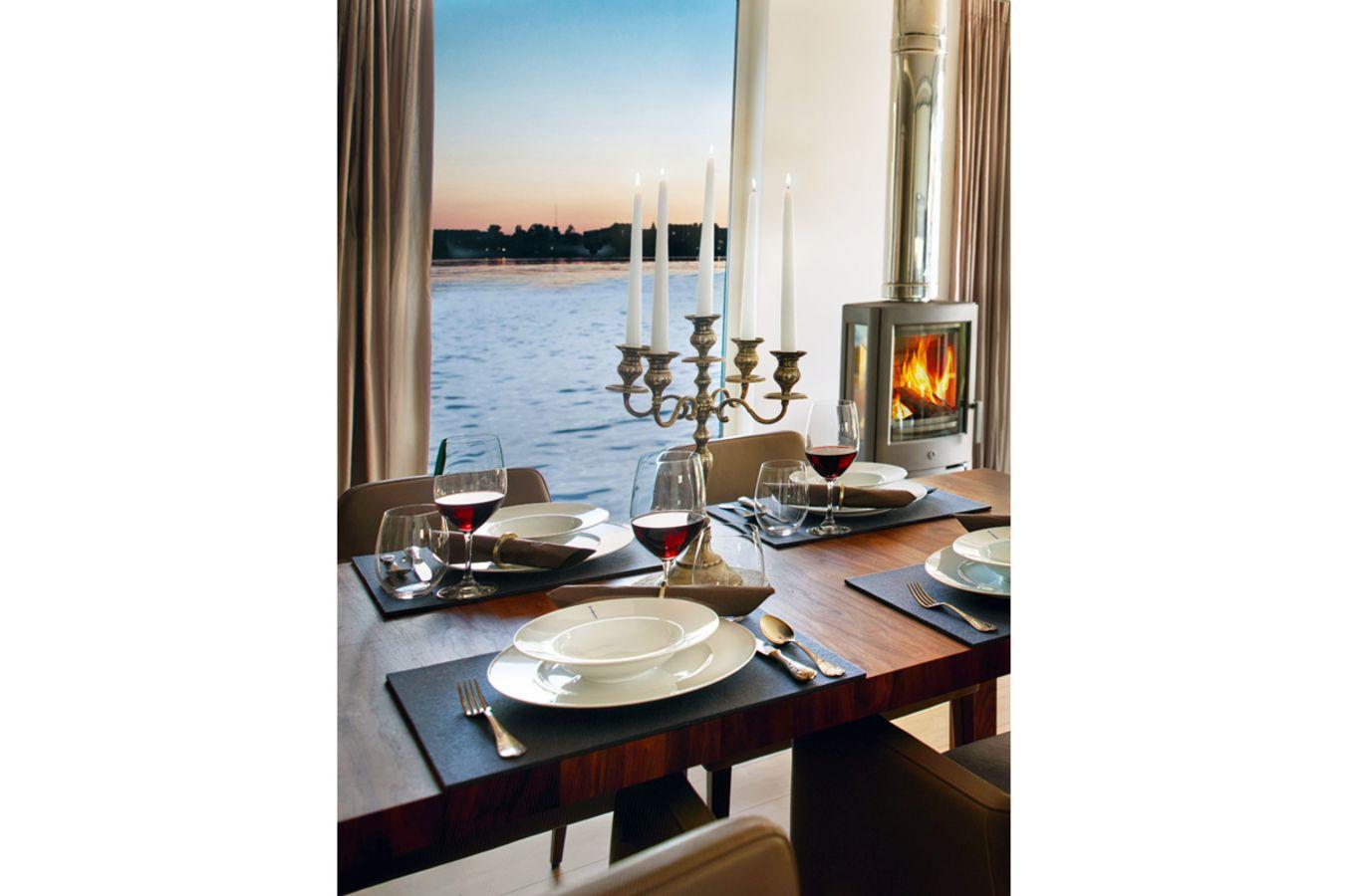 das schwimmende penthouse bellevue. Black Bedroom Furniture Sets. Home Design Ideas