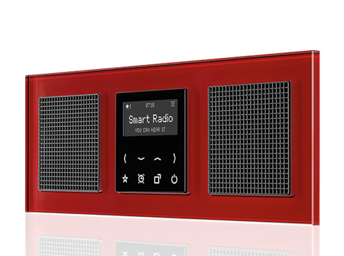Smart Radio in A creation: Roter Glasrahmen mit schwarzem Display